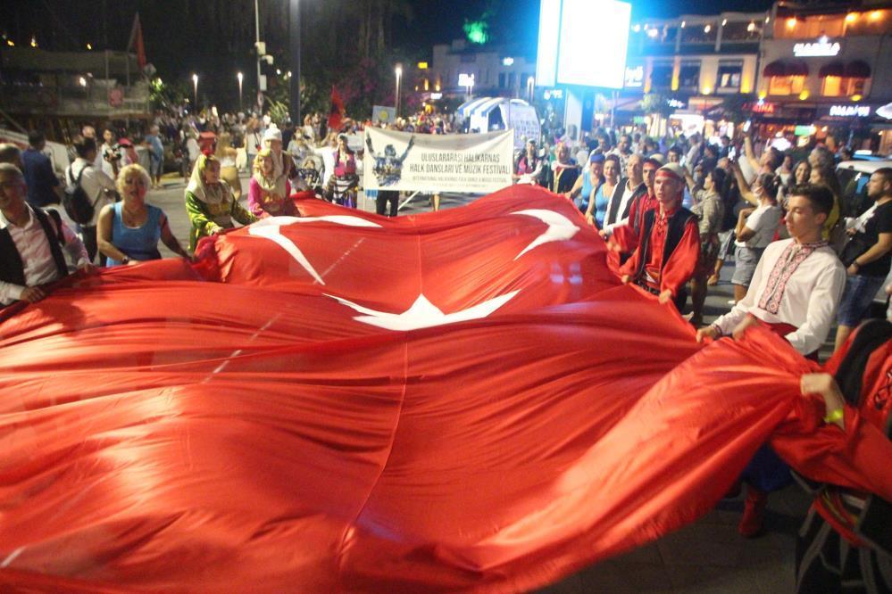 Bodrum sokakları halk oyunlarıyla şenlendi-3-gazete-yenigun