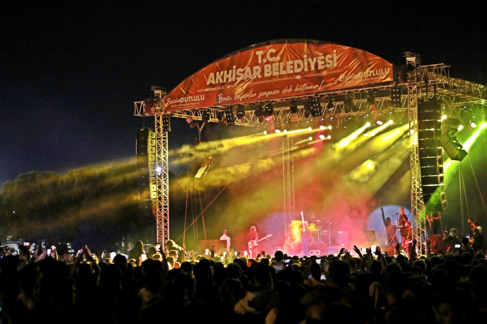 Gazapizm'den Akhisar'da unutulmaz konser (2)
