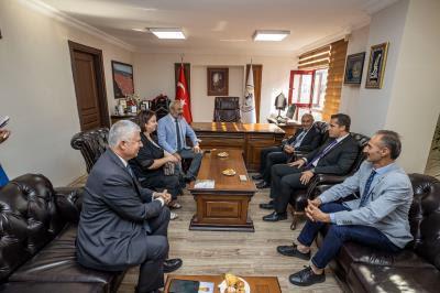 izmir-baro-başkanına-soyerden-ziyaret-gazete-yenıgun