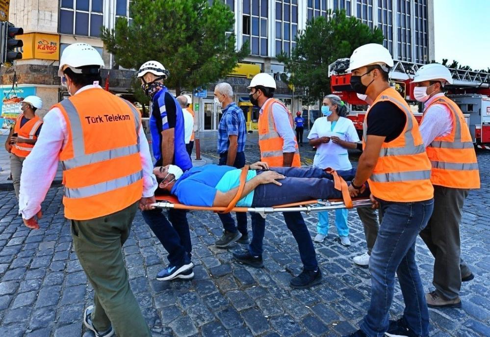 İzmir İtfaiyesinden nefes kesen tatbikat-gazete-yenigun