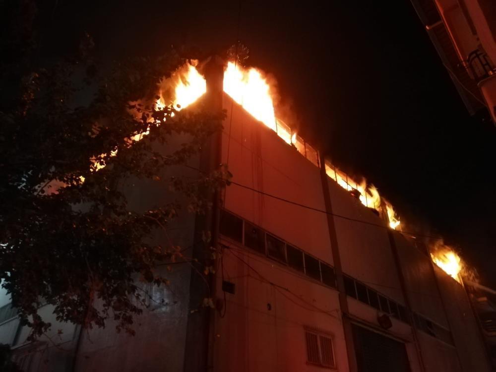 İzmir orman ürünleri atölyesinde yangın çıktı-2-gazete-yenigun