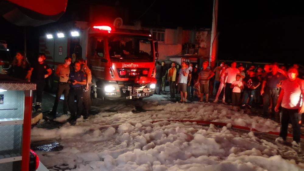 İzmir orman ürünleri atölyesinde yangın çıktı-gazete-yenigun