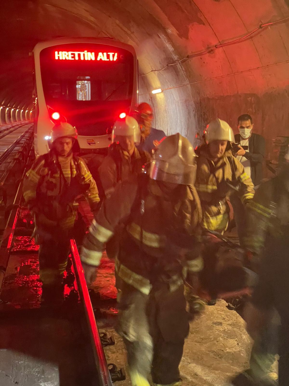 İzmir'de metro durakları arası yangın tatbikatı yenigun