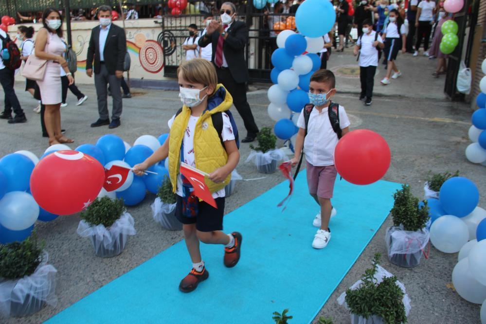 izmirde renkli okul açılış yenigun