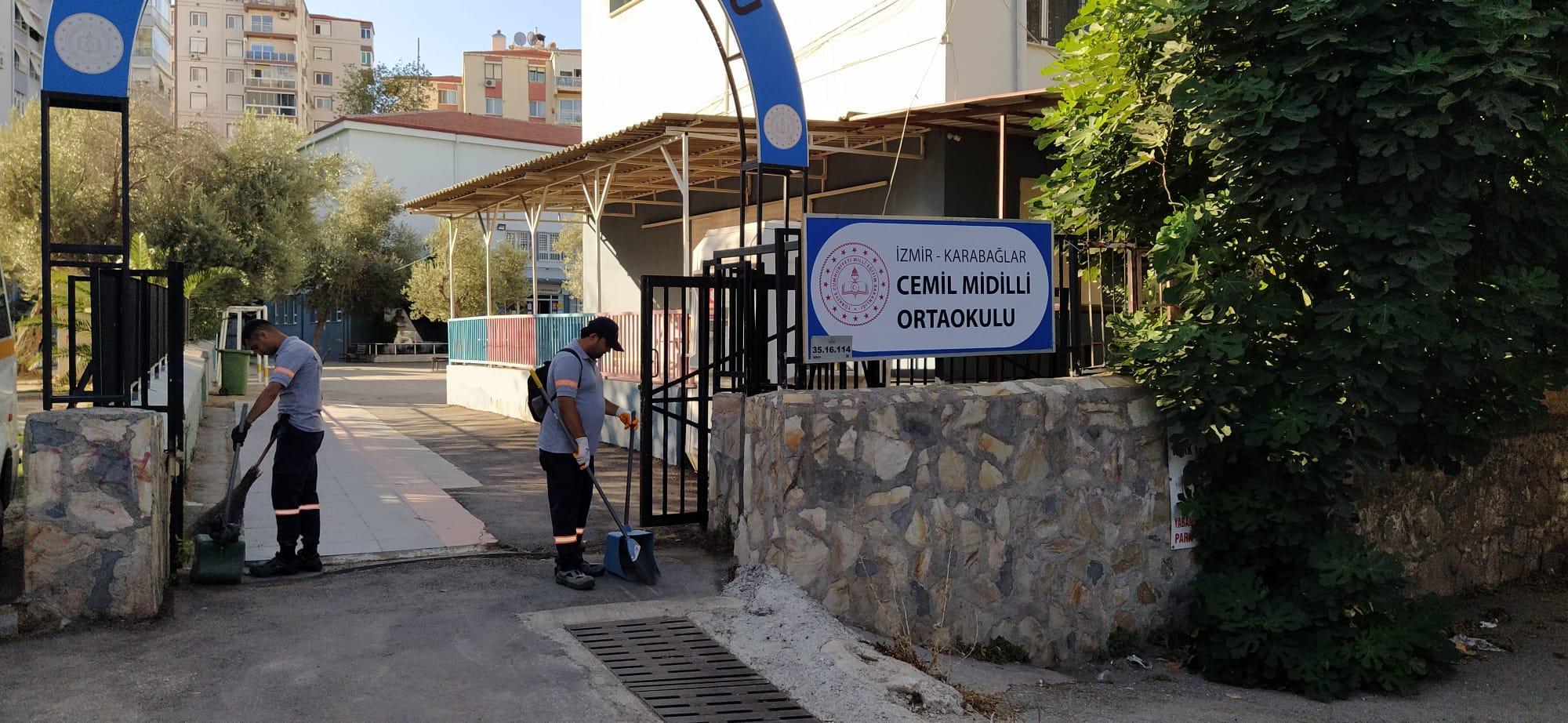 Karabağlar'da okullara temizlik (3)