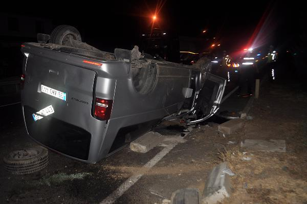 Minibüs takla attı 5 yaralı-yenigun-gazete