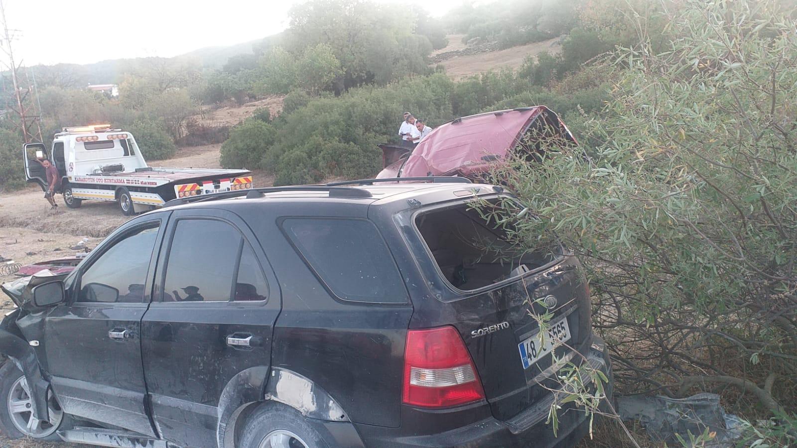 muğlada iki otomobil çarpıştı