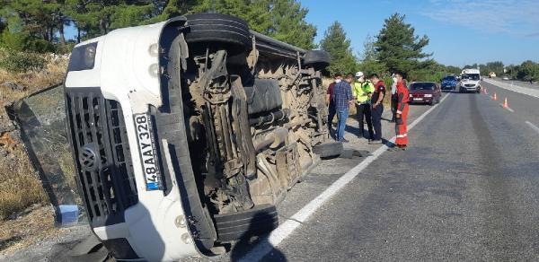 Muğlada tur otobüsü ile öğrenci servisi çarpıştı 1 ölü 30 yaralı