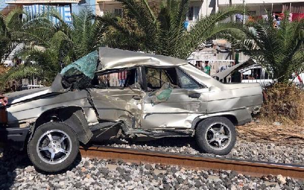 trenin-carptigi-otomobil-surucusu-hastanelik-oldu-2-gazete-yenigun