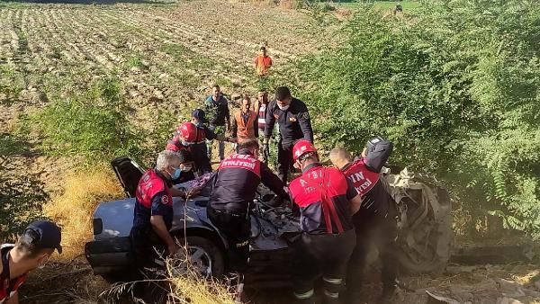 Aydın'da zincirleme kaza sürücü ve annesi öldü yenigun gazetesi--