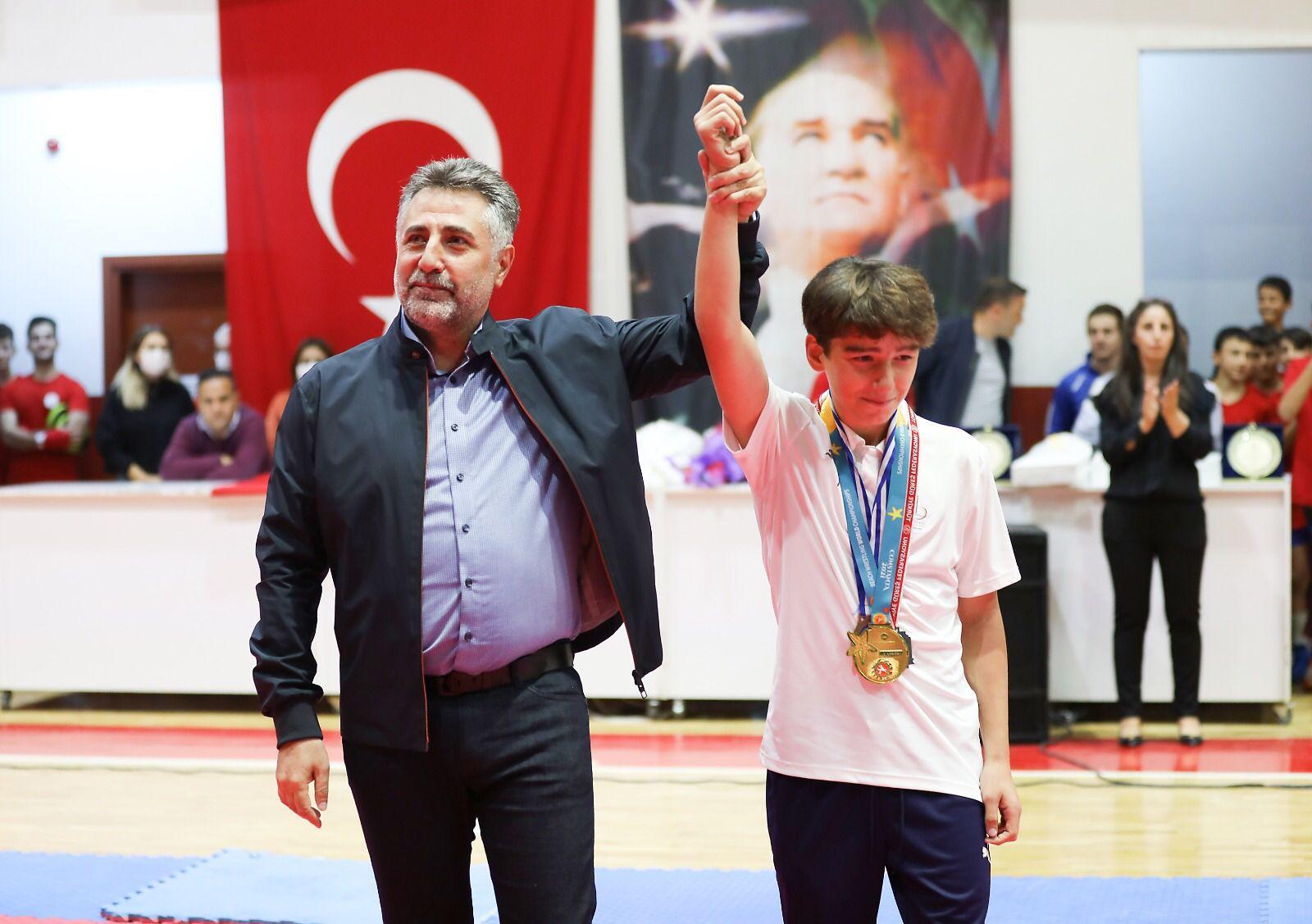 Bayraklı'da spor okulları coşkuyla açıldı-yenigun gazetesi-yen