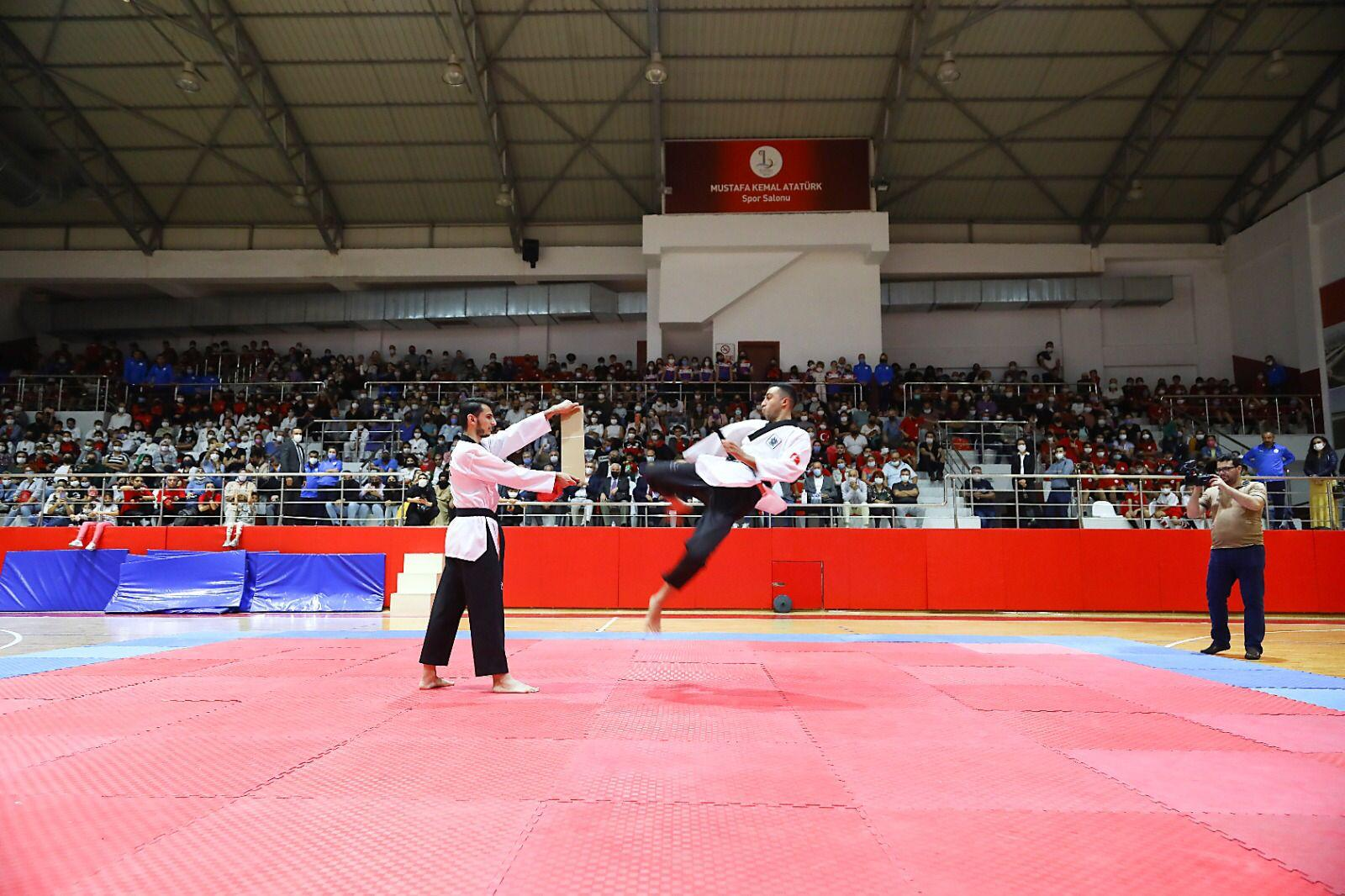 Bayraklı'da spor okulları coşkuyla açıldı-yenigun