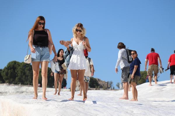 'Beyaz cennet'i 9 ayda 1 milyon 50 bin turist ziyaret ettiyenigun gaz etesi