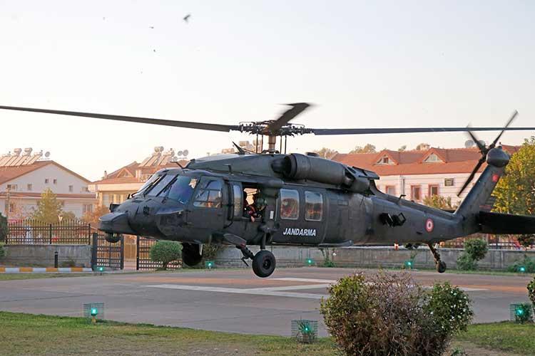 Fethiye'de-kayalıklara-düşen-yamaç-paraşütçüsü-helikopterle-kurtarıldı-yenigun