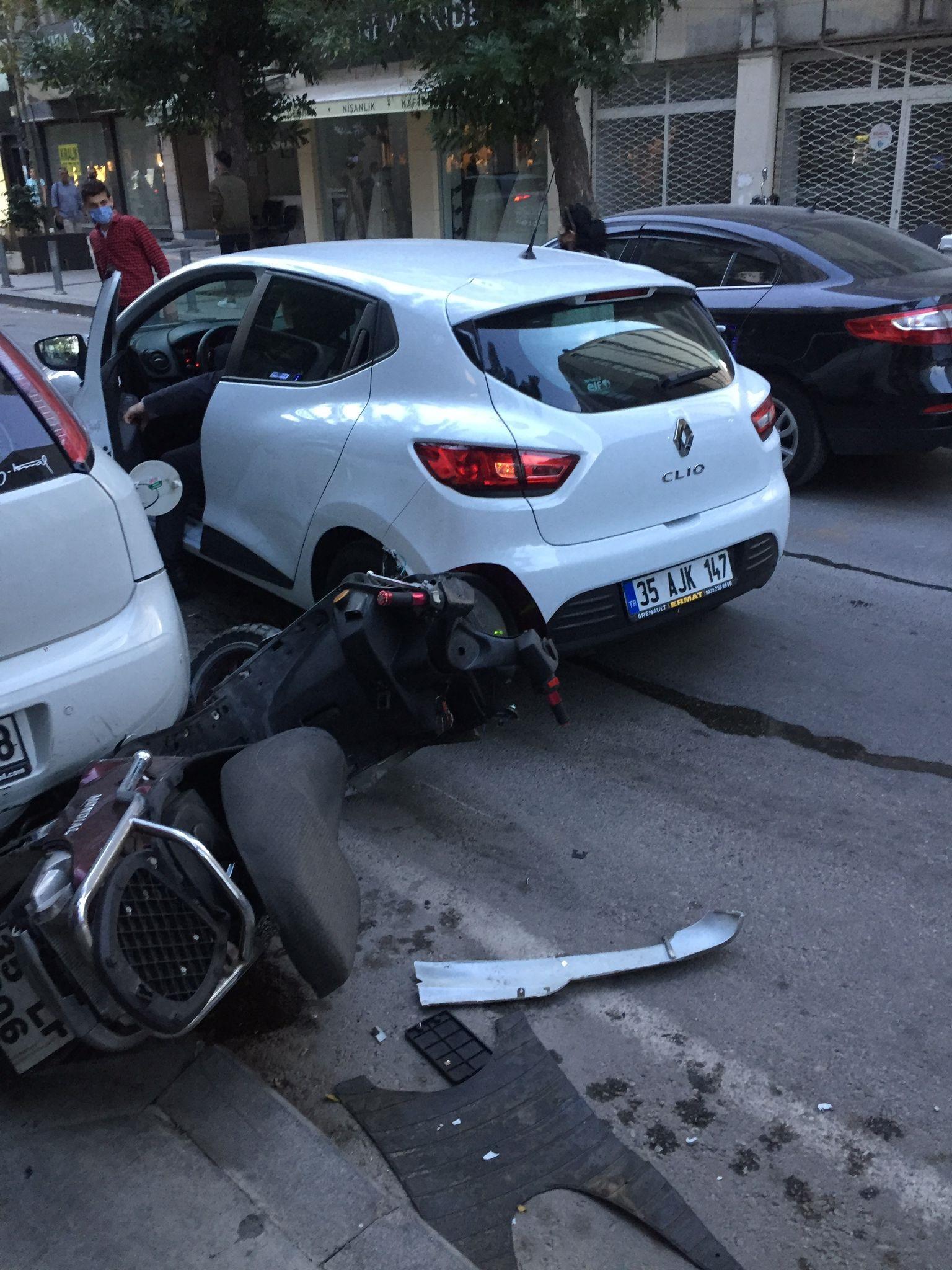 konakta-otomobille-motosiklet-carpisti-gazete-yenigun (3)