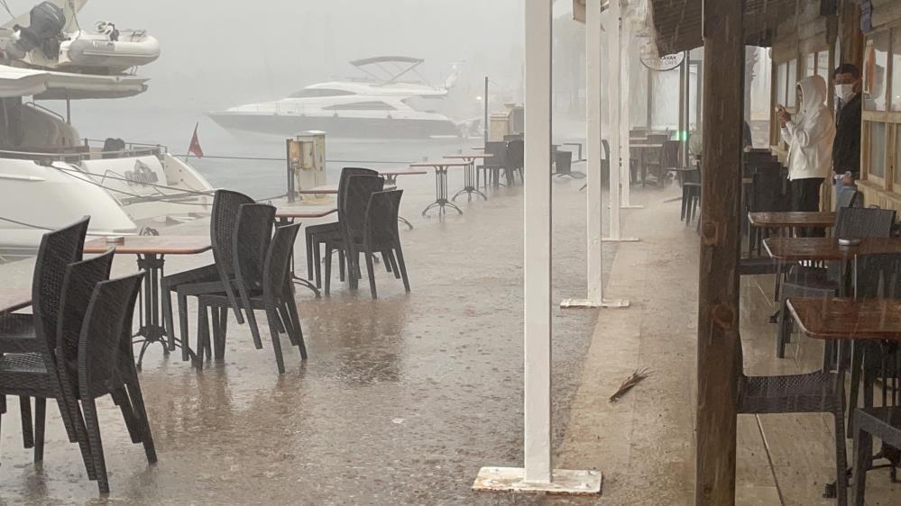 Sağanak yağış Muğla'da kazalara sebep oldu-gazete-yenigun (3)