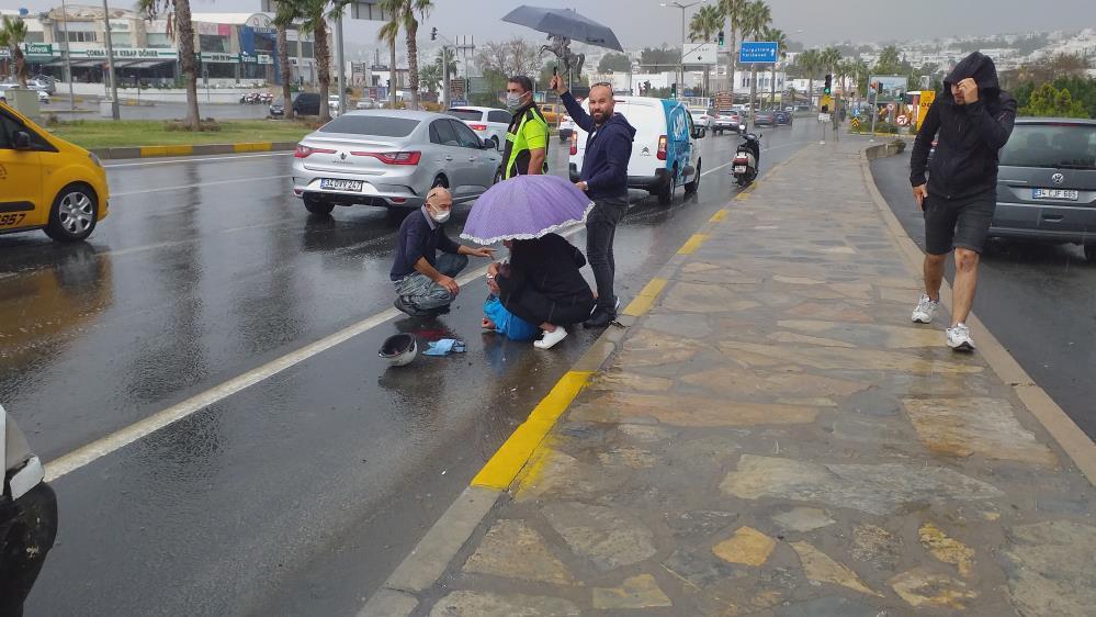 Sağanak yağış Muğla'da kazalara sebep oldu-gazete-yenigun