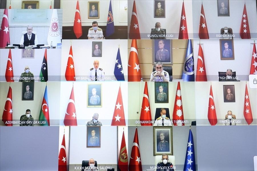 savunma-bakani-akar-birlik-komutanlari-gazete-yenigun (2)