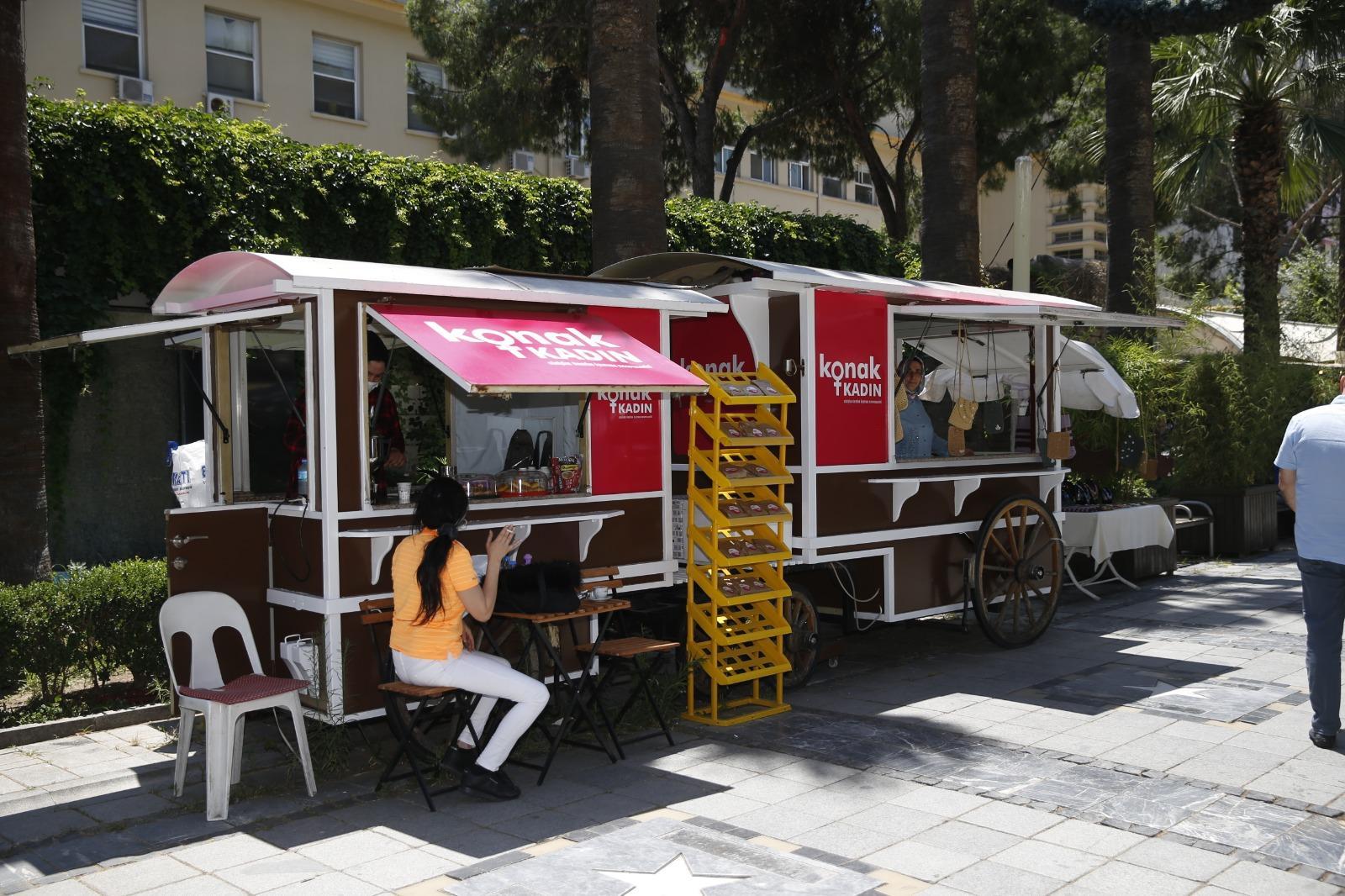 Sevgi Yolu'ndaki vagonlar Konak Kadın Kooperatifinin vitrini oldu (3)